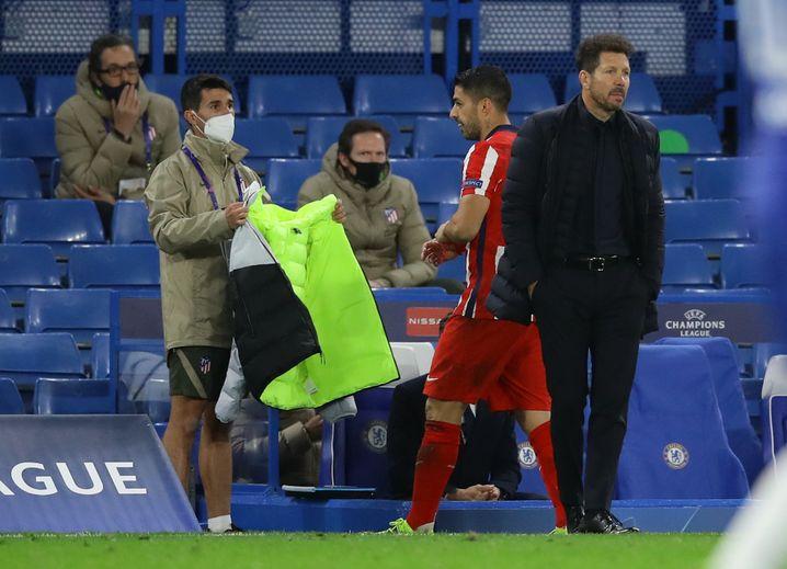 Am Trainer vorbei: Suárez verlässt den Platz