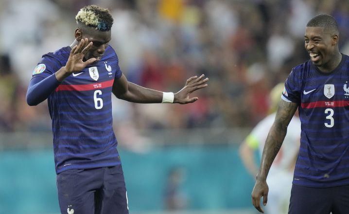 Paul Pogba bittet nach seinem Traumtor zum Tänzchen, auch Presnel Kimpembe hat Spaß