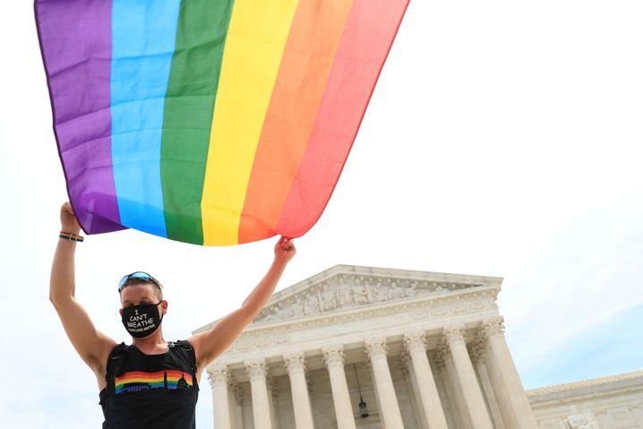 Jubel über ein bahnbrechendes Grundsatzurteil: LGBTQ-Aktivist vor dem Supreme Court