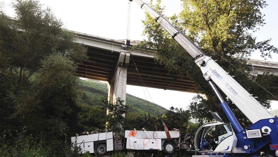 Busunglück in Italien: In diesem Wrack starben 38 Menschen