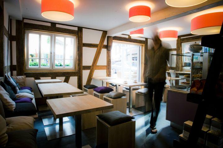 Kuschelig: Der Innenraum der Schwarzschen Gastronomie