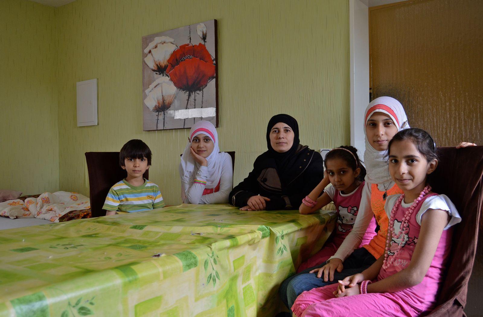 EINMALIGE VERWENDUNG Syrische Flüchtlinge in Kassel (Umm Taufik)