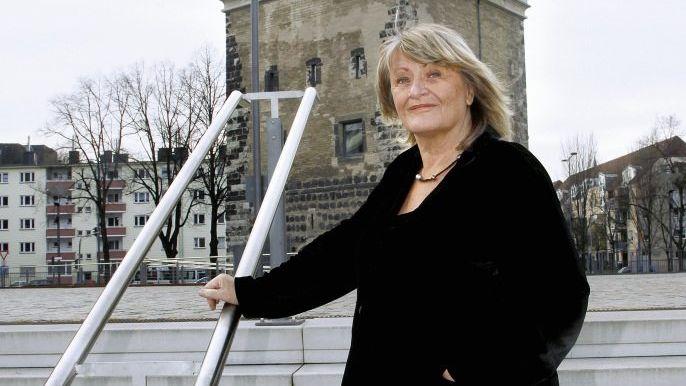 Publizistin Schwarzer vor »FrauenMediaTurm« Hochseilakrobatik ohne Netz