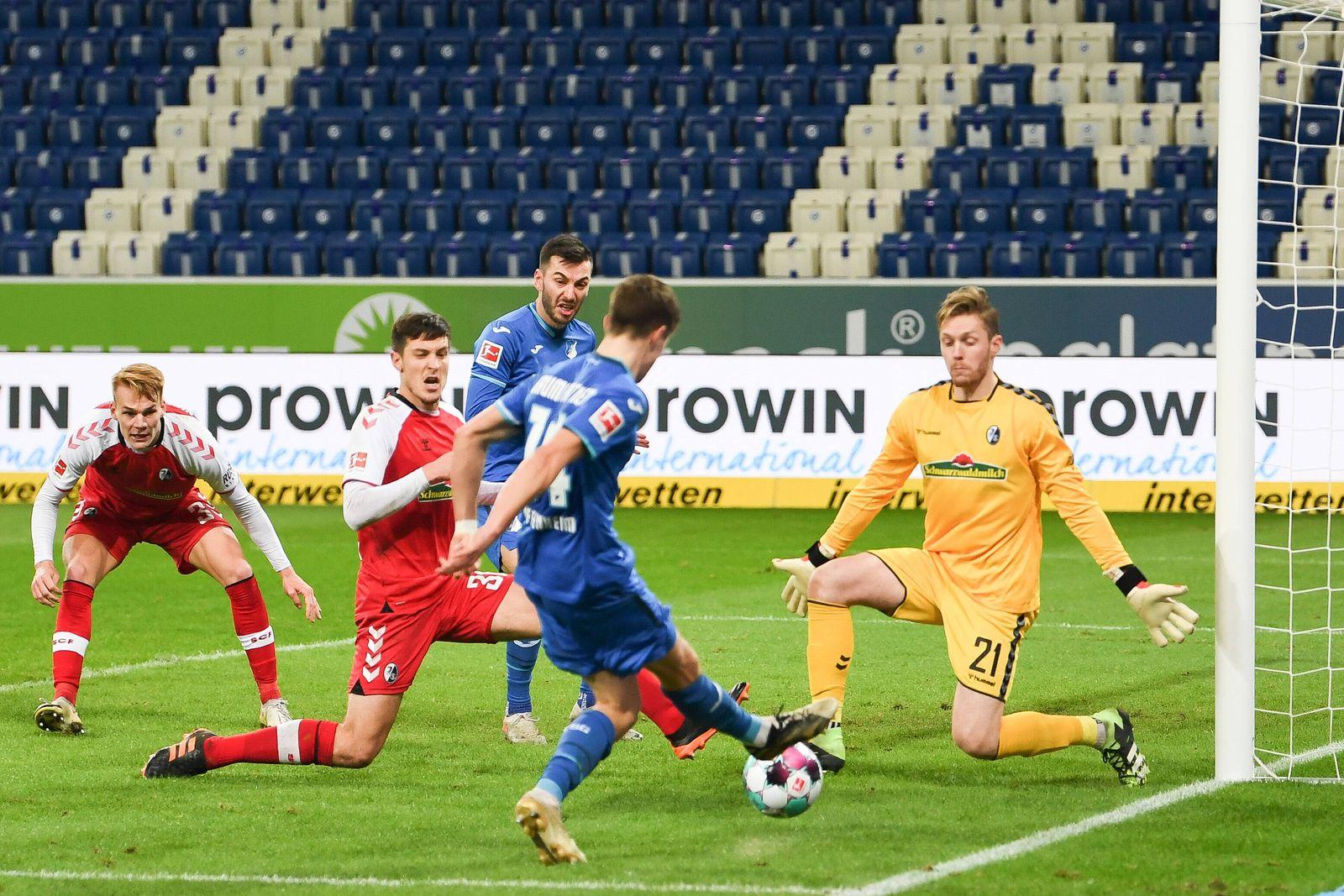 02.01.2021, xmeix, 1.Fussball Bundesliga, TSG 1899 Hoffenheim - SC Freiburg, emspor. v.l.n.r, Chance von Sargis Adamyan