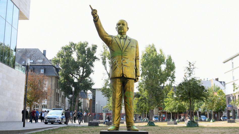 Erdogan-Statue In Wiesbaden