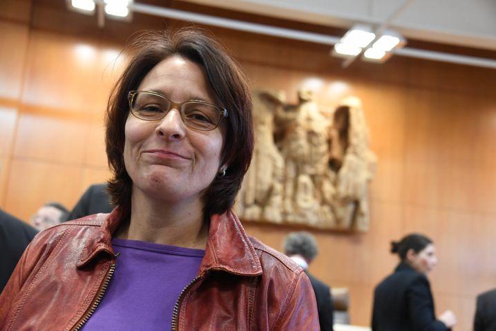 Monika Dahl, 52 Jahre, arbeitete als verbeamtete Lehrerin an einer Realschule in St. Augustin, Nordrhein-Westfalen. Sie klagt gerade vor dem Bundesverfassungsgericht.