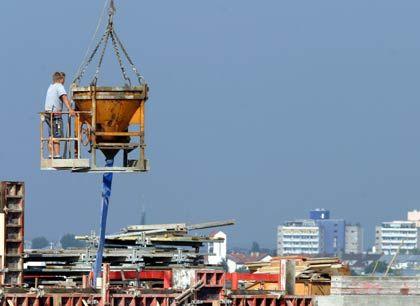 Baustelle: Mehr Jobs in der Krisenbranche