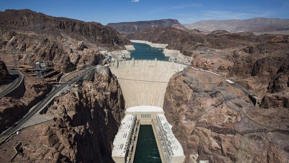 Hoover-Damm: Sonnenstrom mit Wasser speichern