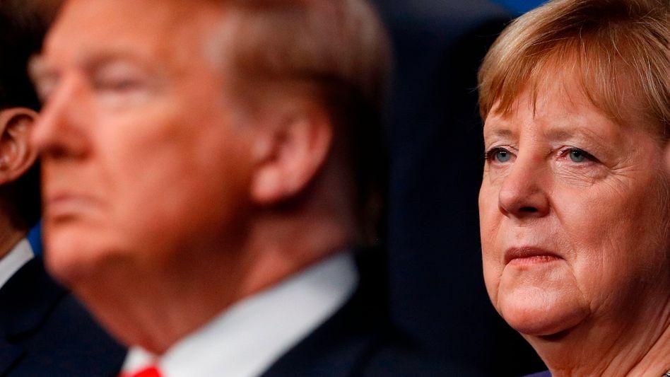 US-Präsident Trump und Kanzlerin Merkel beim Nato-Gipfel im Dezember 2019: Schutzgeld-Erpressung aus dem Weißen Haus?