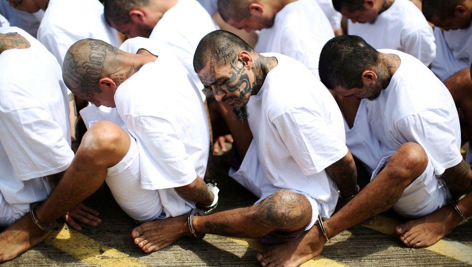 MS-13-Gangmitglieder in San Salvador