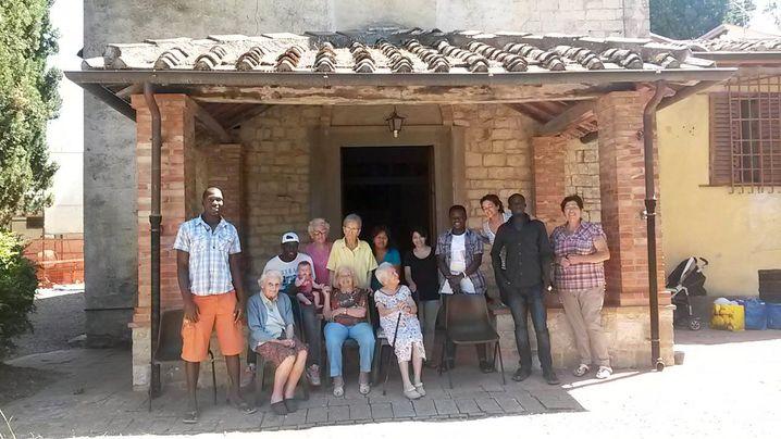 Asylbewerber mit Altenheimbewohnern in Florenz