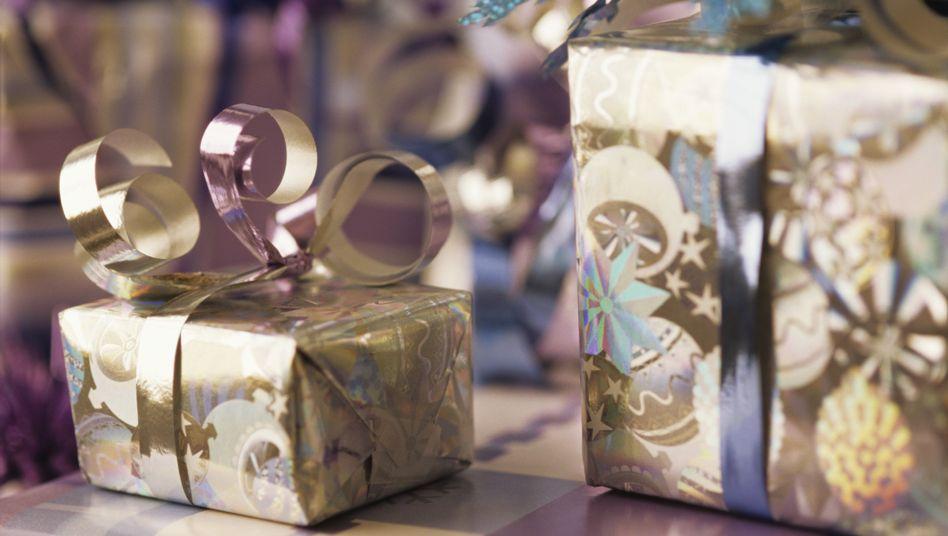 Geschenk-Paradox: Lieber nur ein großes Geschenk, ein kleines dazu entwertet die Gabe