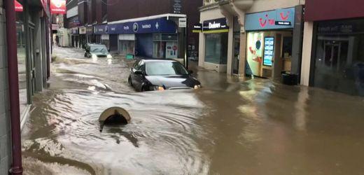 """Großbritannien: Überschwemmungen durch Sturm """"Dennis"""""""