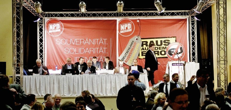 Bundesparteitag der NPD(*1): Mit Samtpfoten-Strategie die Verfolger lahmlegen