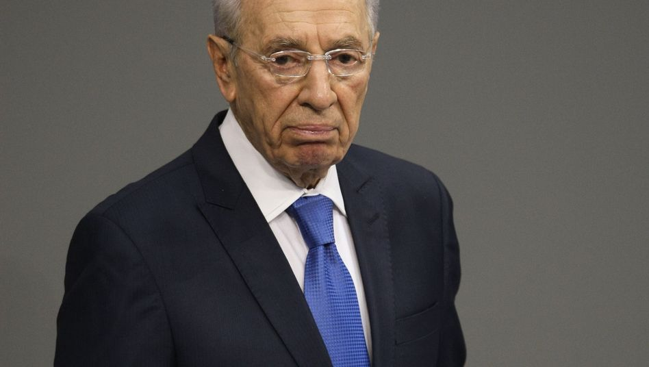 Israeli President Shimon Peres addressed German parliament on Wednesday.