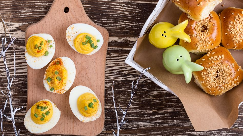 Eier zum Osterbrunch dürfen sein - nur Menschen mit bestehenden Cholesterinproblemen sollten aufpassen.
