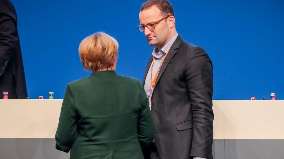 Angela Merkel und Jens Spahn (beim CDU-Parteitag im Dezember 2016 in Essen)