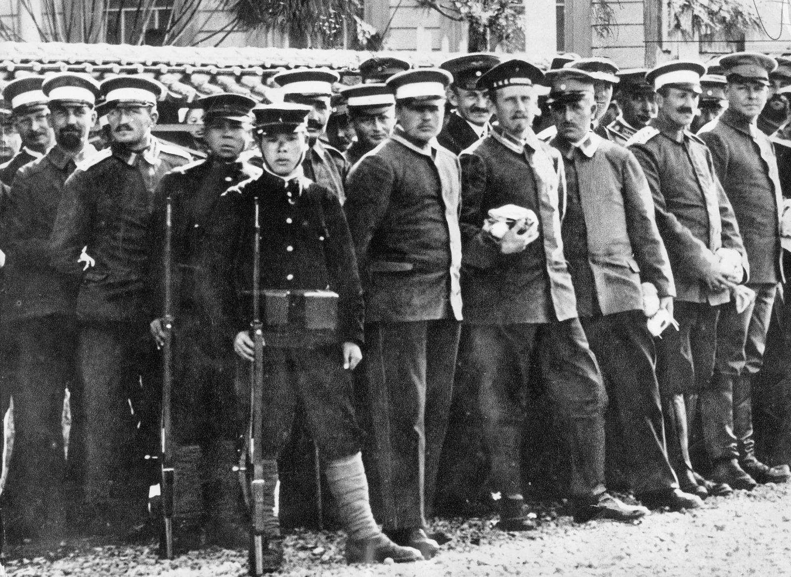 Deutsche Gefangene nach dem Angriff auf Tsingtau, 1914