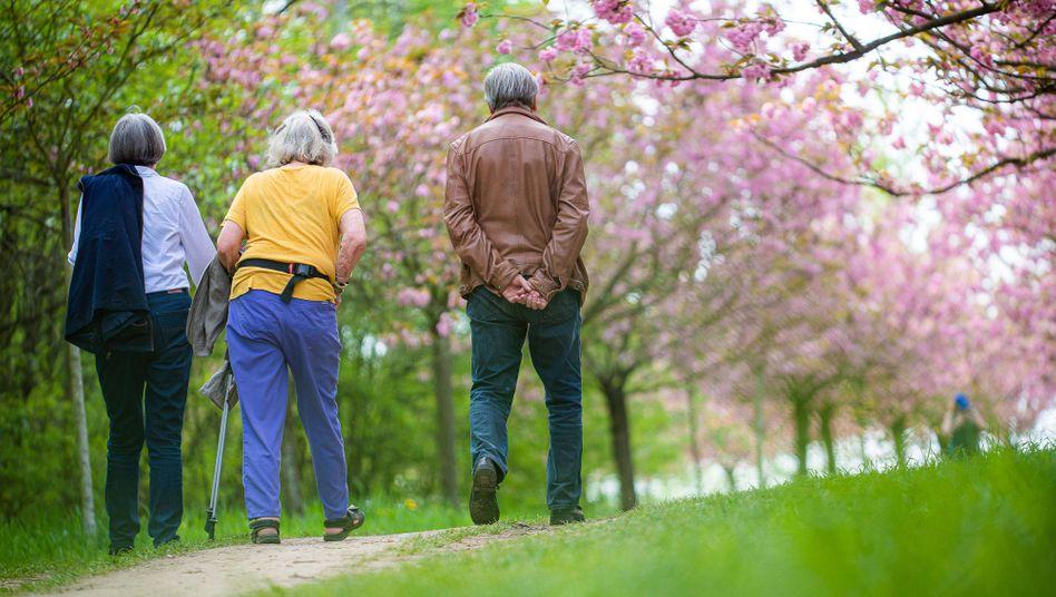 Senioren in Berlin: Immer länger arbeiten?