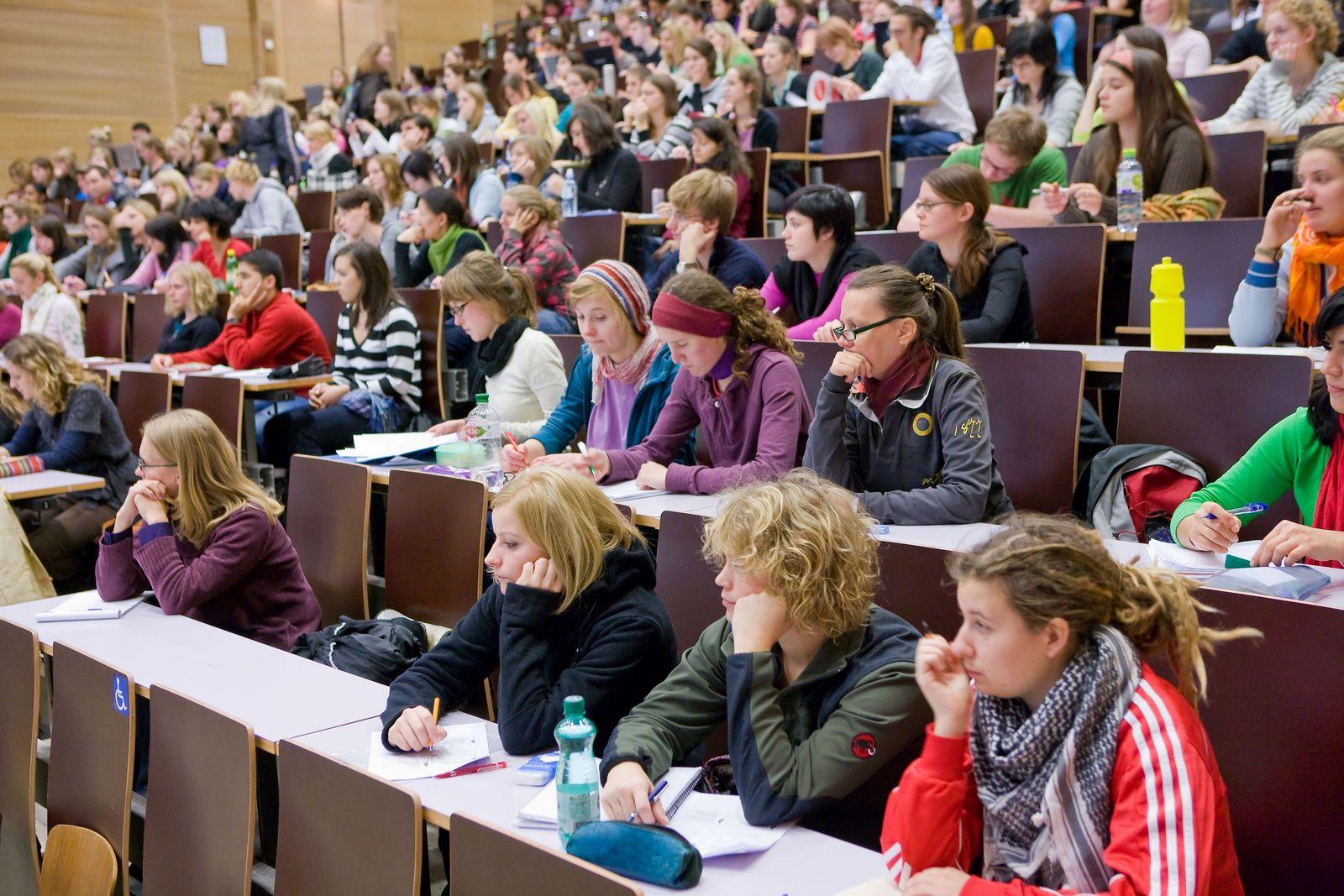 EINMALIGE VERWENDUNG Universität Wien / Lehrveranstaltung;Hörsaal C1/C2
