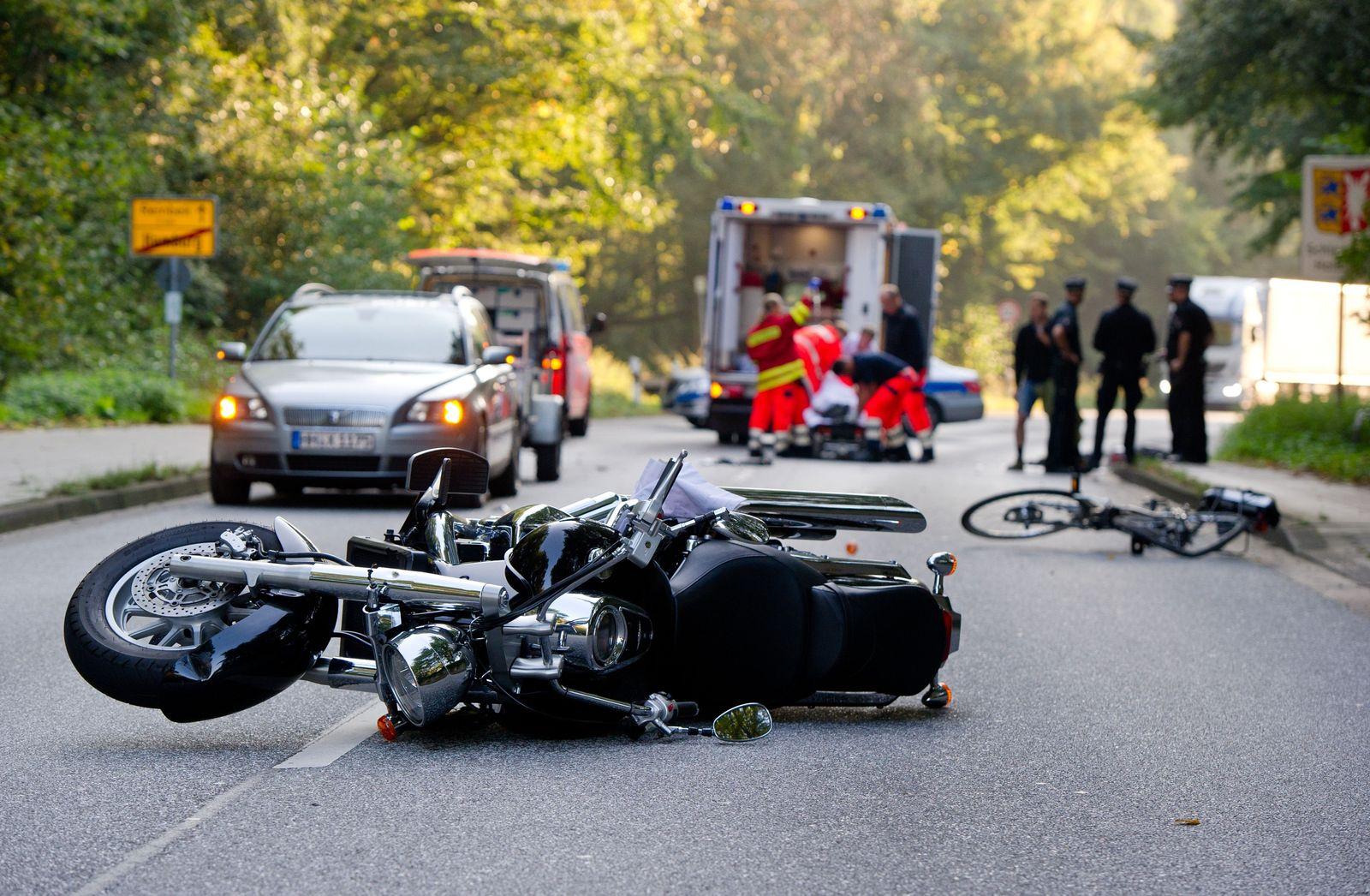 Symbolbild/ Unfall/ Motorrad/ Fahrrad