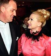 Thomas Borer, hier mit seiner Frau, lernt nun die unangenehme Seite des Glamour-Ruhms kennen