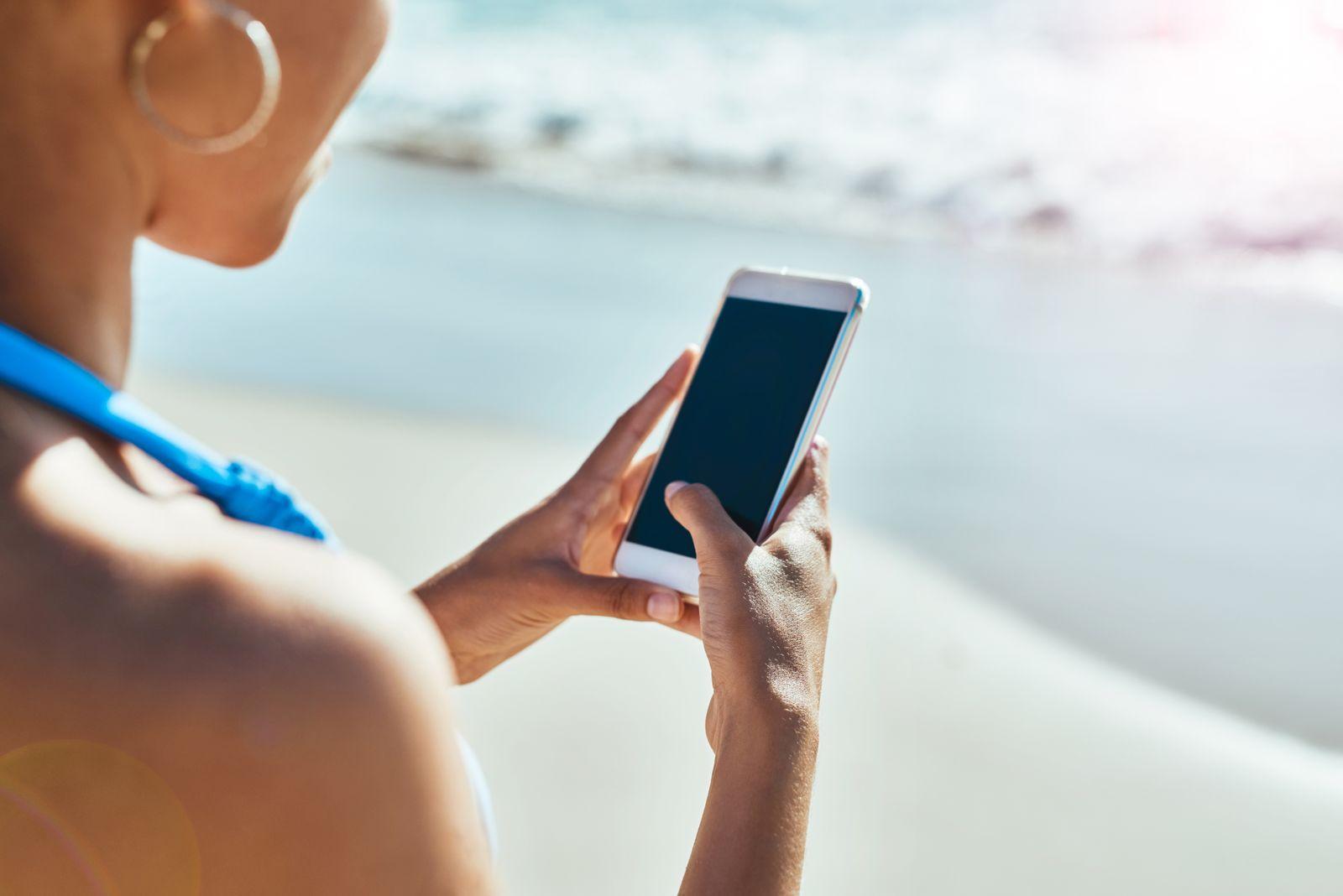 Summer, the season for sharing on social media
