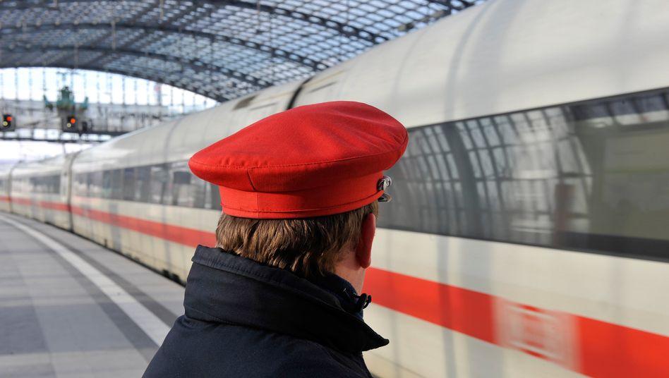 Bahn-Mitarbeiter am Berliner Hauptbahnhof