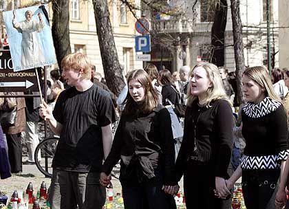 Krakau: Gesänge vor der bischöflichen Residenz