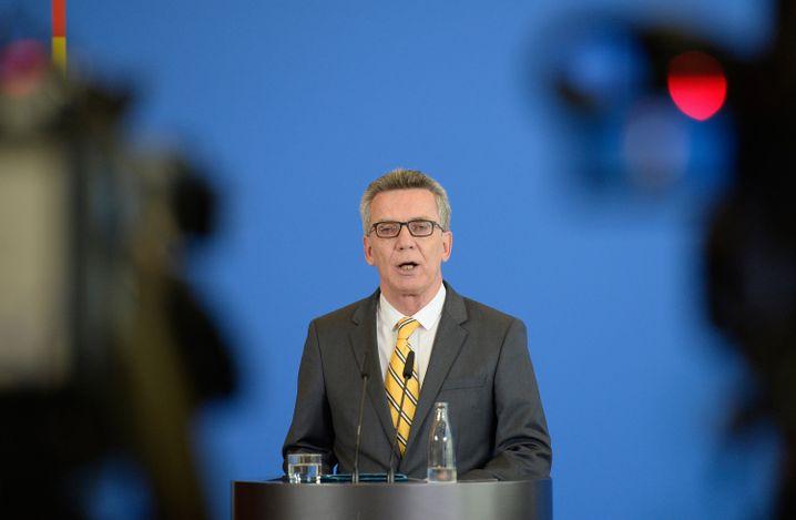 """Innenminister Thomas de Maiziere: """"Es gibt auch keine rechtsfreien Räume in unserem Land. Das sollte sich jeder klar machen."""""""