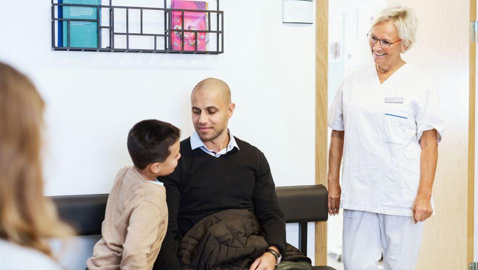 Warten beim Arzt (Symbolbild)