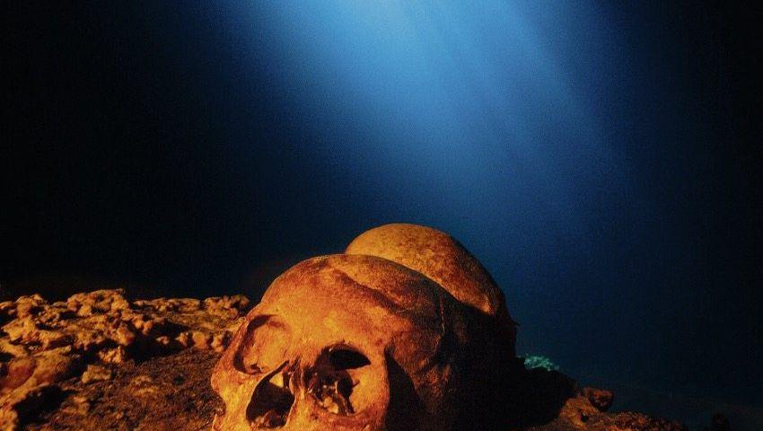 Maya-Schädel in einer überfluteten Karsthöhle in Mexiko