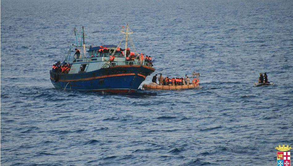 Rettungsaktion im Mittelmeer: Seit Jahresbeginn kamen 15.000 Bootsflüchtlinge