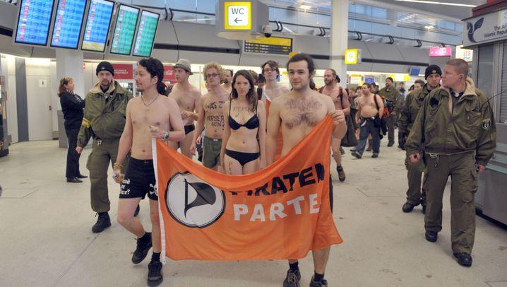 Protest der Piraten: Flashmob gegen Nacktscanner
