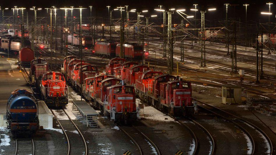 Tarifstreit: Bahn-Mitarbeiter starten bundesweite Warnstreiks