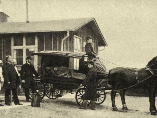 Krankentransport im Pferdewagen: Foto aus der Zeit der Cholera-Epidemie 1892 in Hamburg