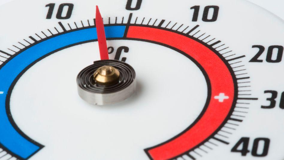 Klassisches Thermometer: Neue Messmethode nutzt rotes und grünes Licht