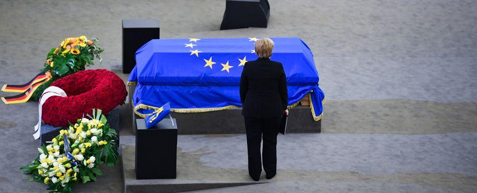 Angela Merkel beim europäischen Trauerakt in Straßburg