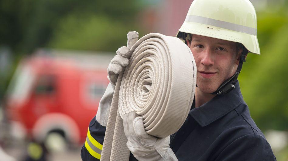 Berufsschüler bei der freiwilligen Feuerwehr (Archivbild aus Rheinland-Pfalz)