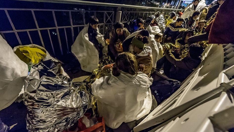 Flüchtlinge an der deutsch-österreichischen Grenze: Nur noch reagieren