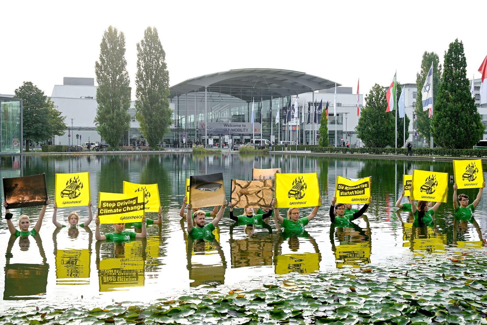 Greenpeace protest outside motor show in Munich