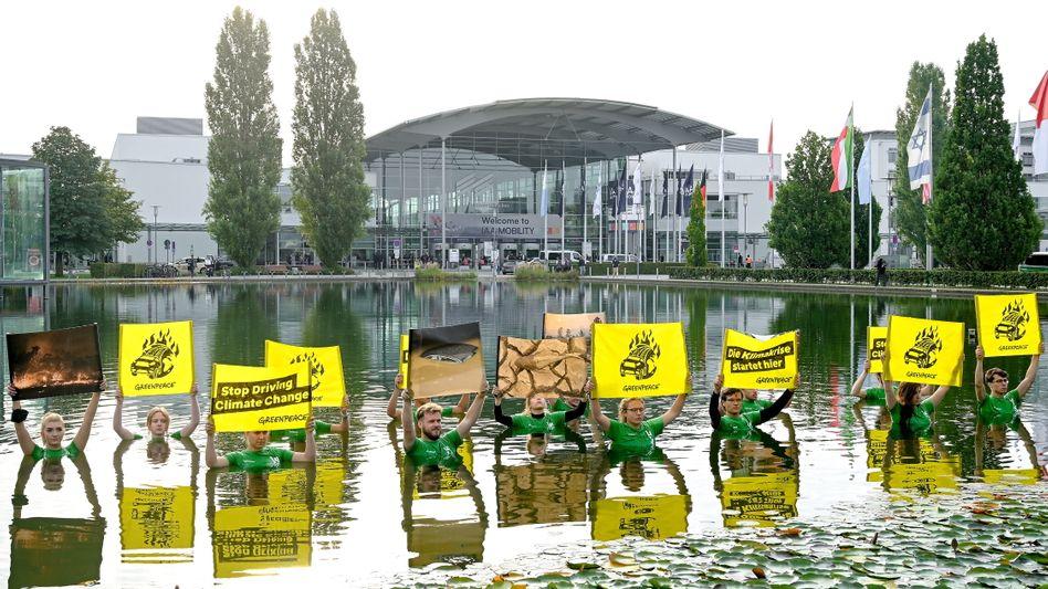 Greenpeace-Proteste bei der Automesse IAA