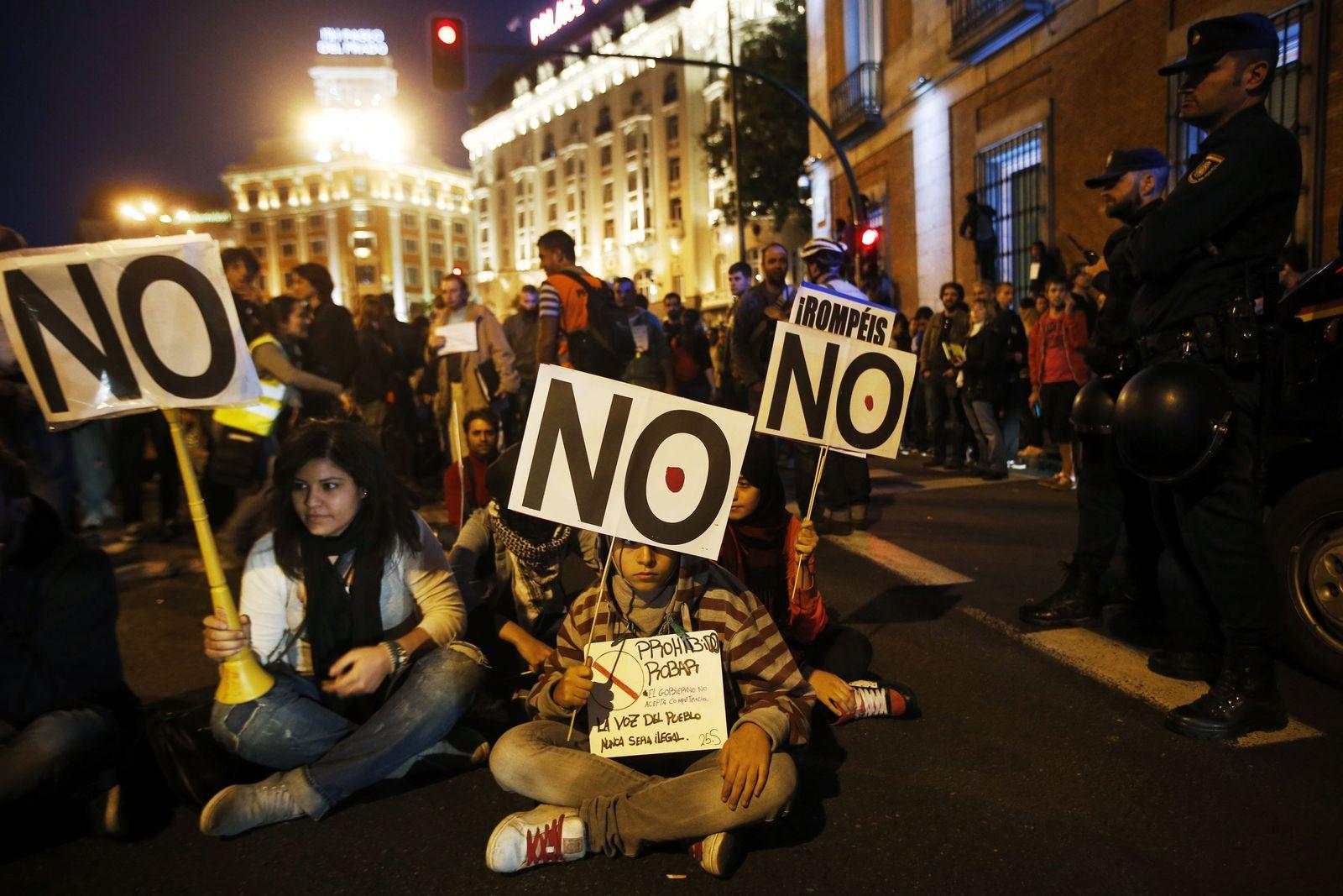 Spanien / Finanzkrise / Demo vor Parlament