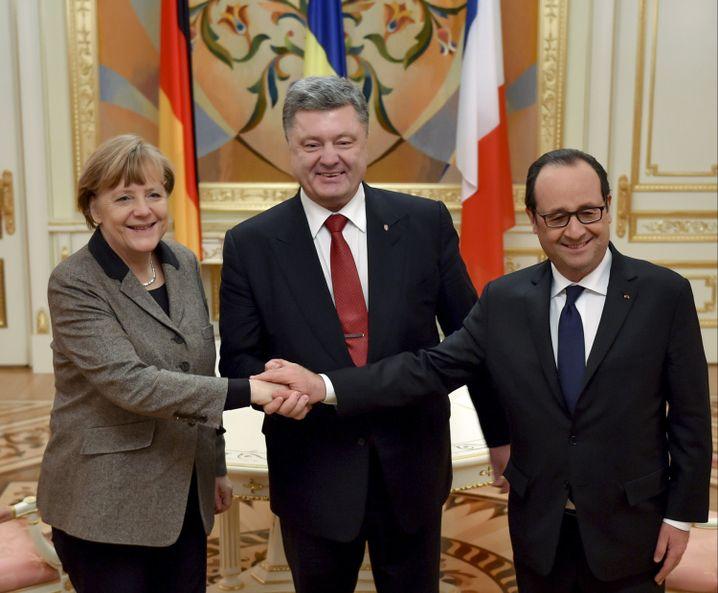 Kanzlerin Merkel, ukrainischer Präsident Poroschenko, Frankreichs Präsident Hollande: Zwischenstopp auf dem Weg zu Putin.
