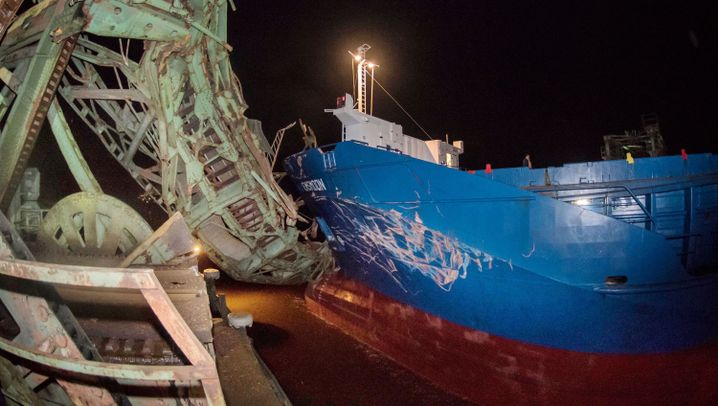 Niedersachsen: Schiffsunfall auf der Ems