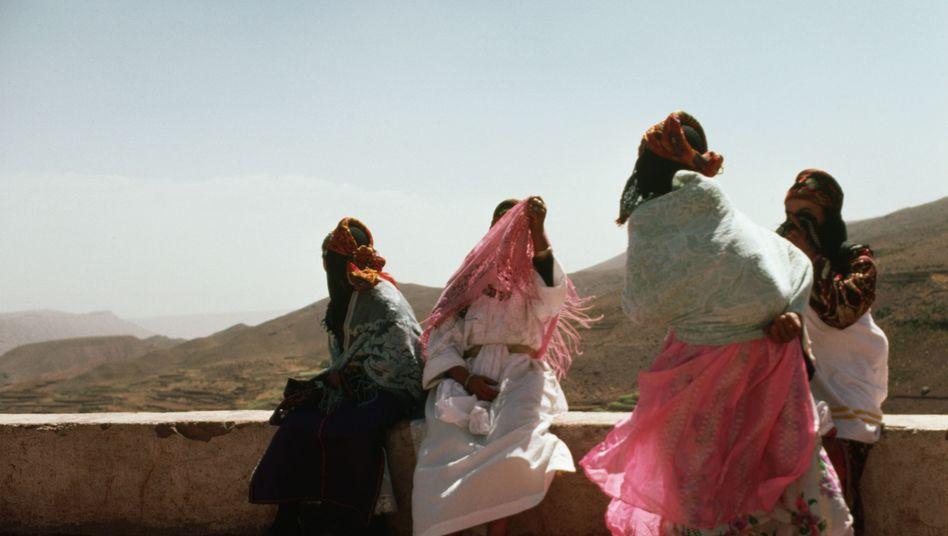 """""""Samira, wir gehen"""": Berber-Frauen in Marokko mit verhüllten Gesichtern"""