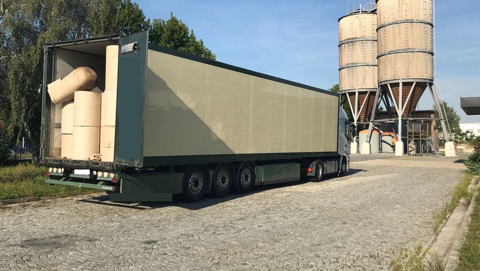 Bruck an der Leitha: In diesem Lastwagen, der offenbar keine Möglichkeit zur Belüftung hatte, waren Dutzende Migranten