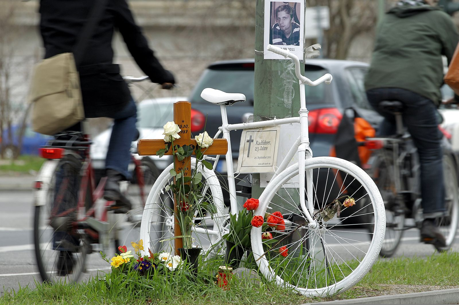 SYMBOLBILD Verkehrsunfall/ Radfahrer