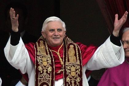 Joseph Ratzinger alias Benedikt XVI.: Auf einen Gläubigen kommen drei Reporter