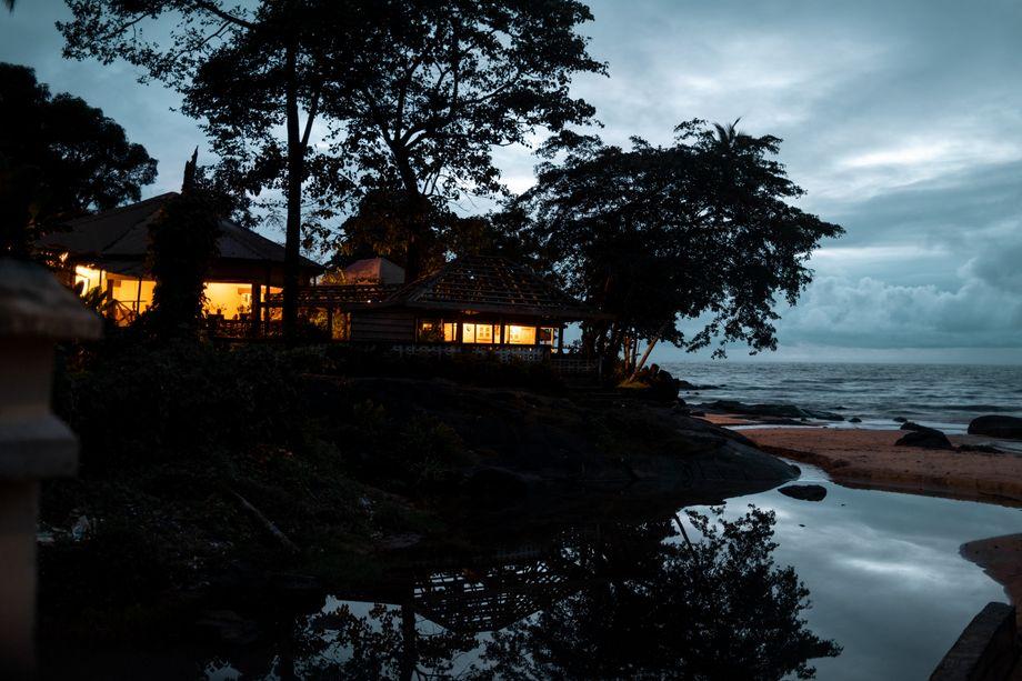Mit den Surfern kam der Tourismus, doch seit Ausbruch der Pandemie kommen kaum noch Gäste. Die Armut in dem ehemaligen Fischerdorf Bureh wächst wieder